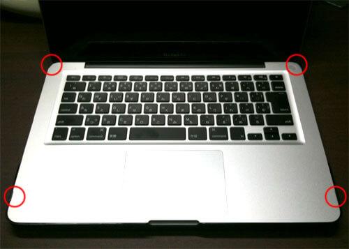 SeeThru SATIN BLACK MacBook Proに装着