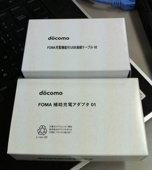 FOMA充電機能付きUSB接続ケーブル02 / FOMA補助充電アダプタ01
