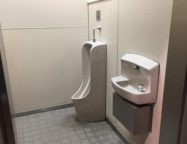 両国橋際公衆トイレ 男性
