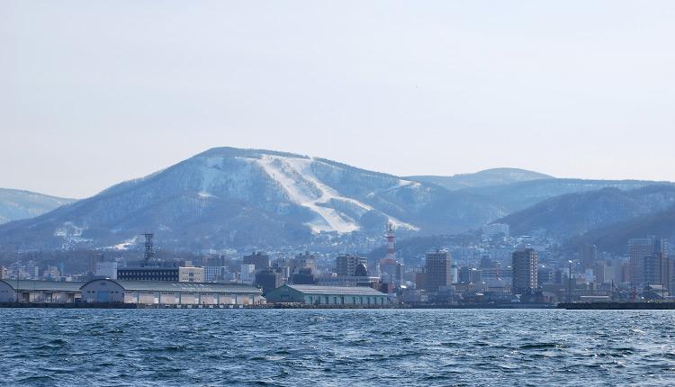石狩湾からみた小樽港