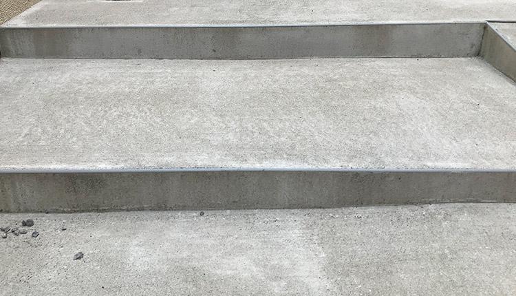 コンクリートのコケ掃除